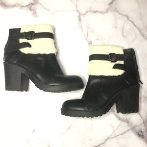 Soda vegan leather Sherpa top ankle booties 7.5 bk